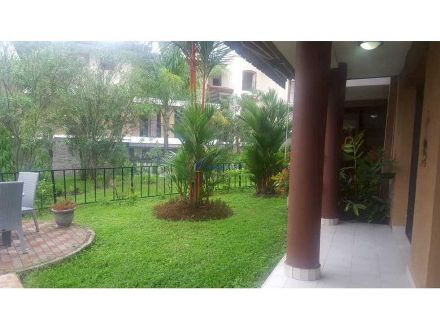 ph embassy club garden apartment con jardin