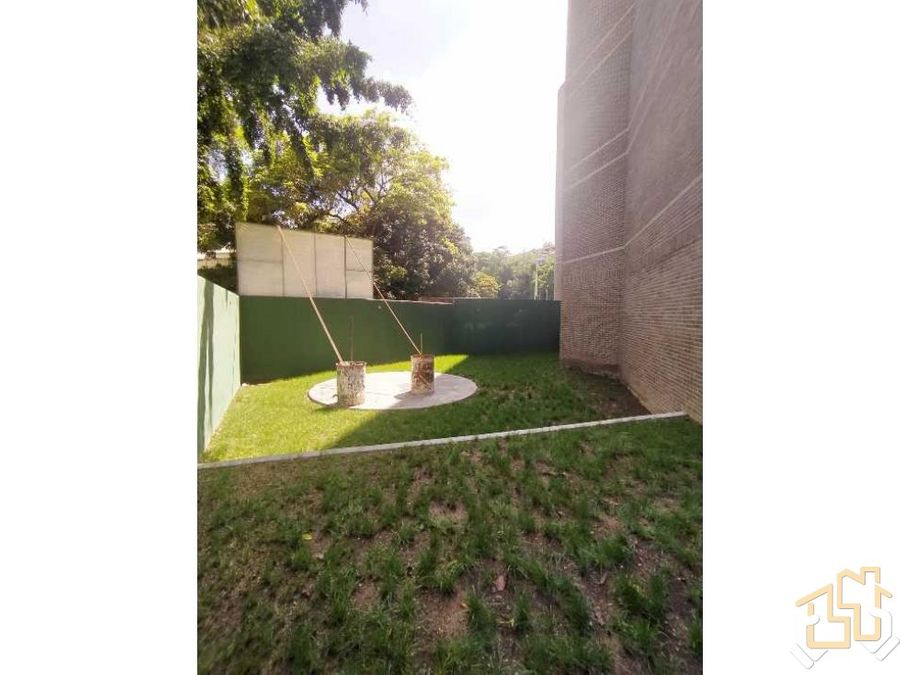 venta planta baja con amplio jardin y vista campo de golf