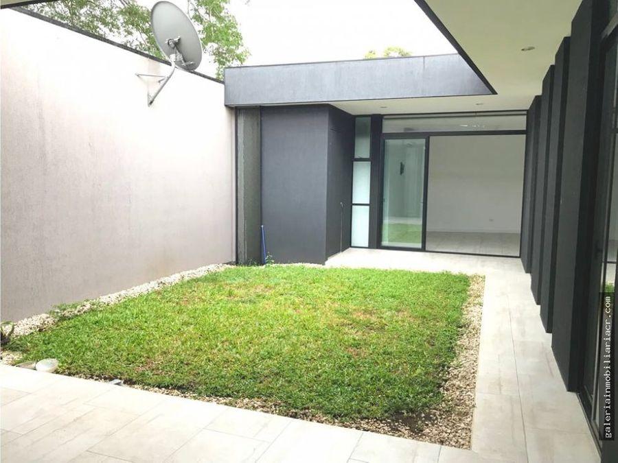 preciosa casa contemporanea de una planta