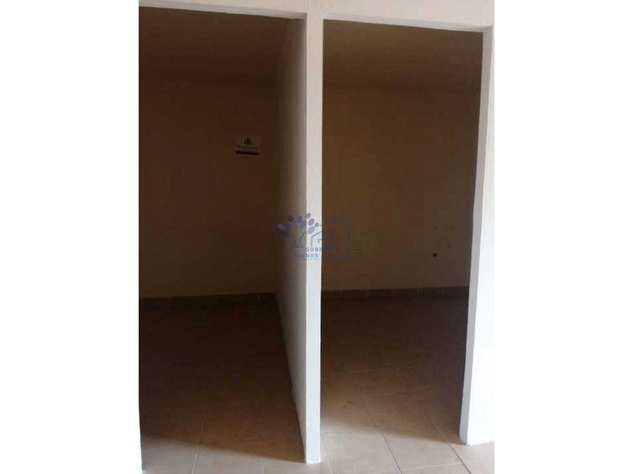 renta oficina en planta alta con 4 cubiculos