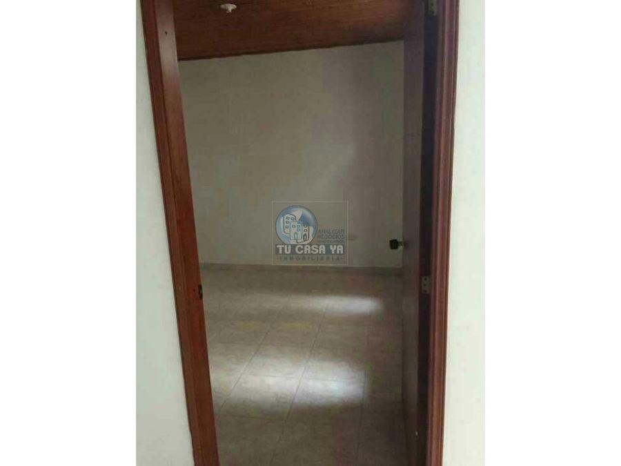 rento apartamento en la lorena pereira