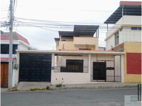rento casa grande en barrio umina manta