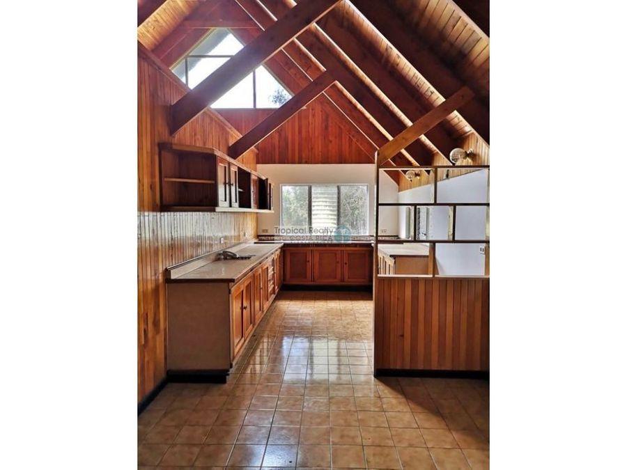 casa independiente estilo chalet para alquiler ubicada en tres rios
