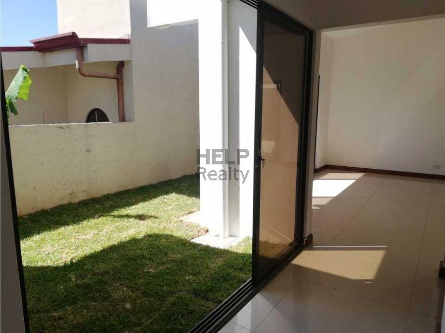 se alquila o vende casa nueva en grecia
