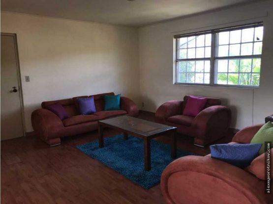 se alquila apartamento semi amueblado en clayton