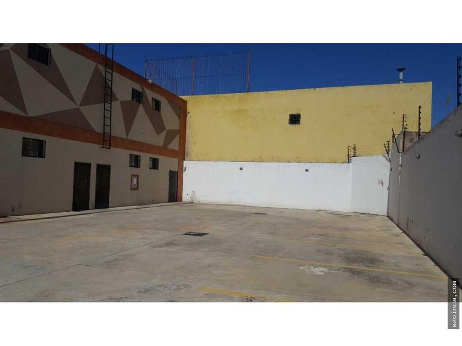 se alquila local con mezanina en el centro de guacara 96 mts2
