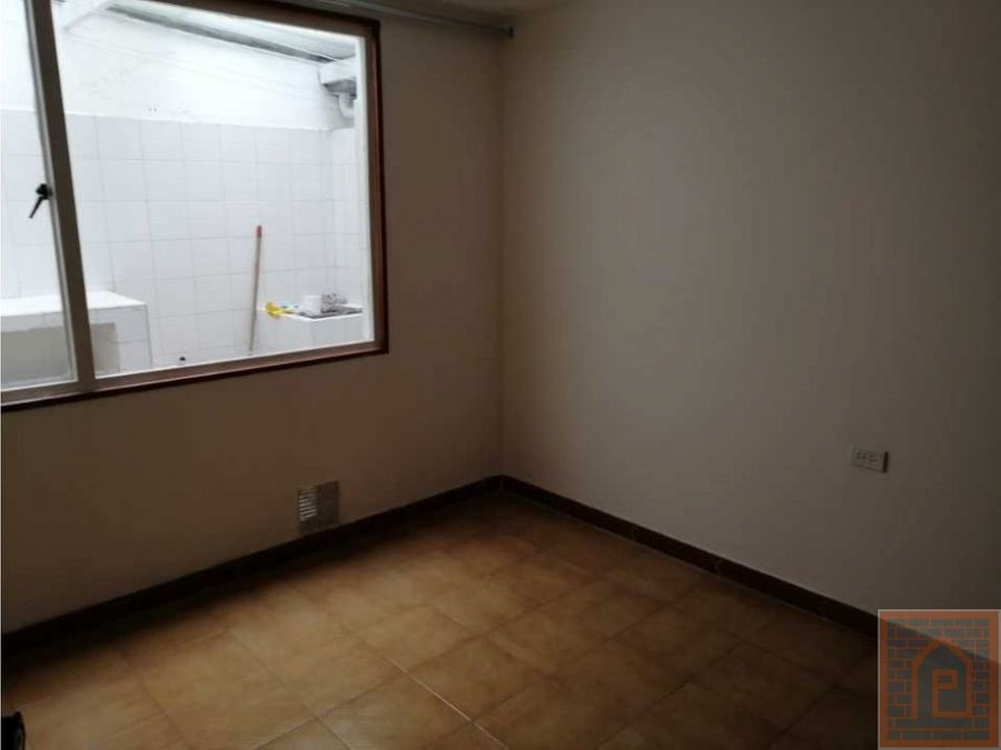 se arrienda apartamento en modelia