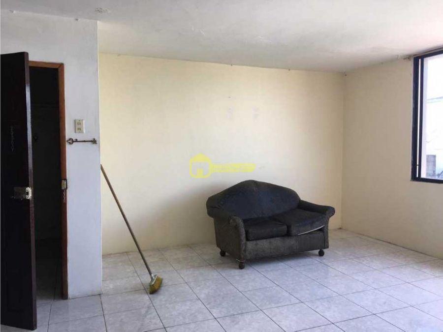 se renta departamento de tres habitaciones