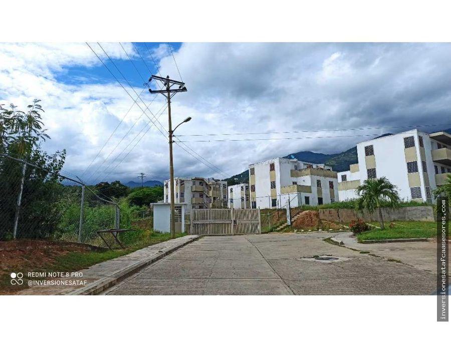 se vende apto 3hab2b2pe colinas de valle arriba guatire