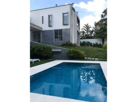 se vende casa 1200m2 4hs4bs6p en la lagunita