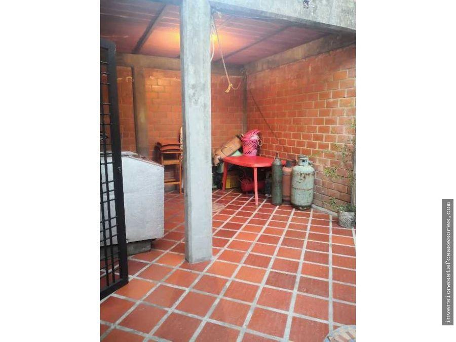 se vende casa 4hab3b2petrza villa del este villa heroica guatire