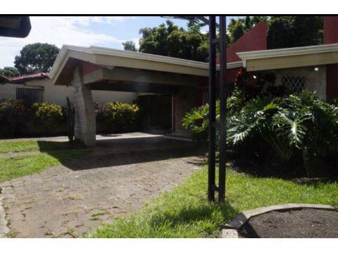 se vende casa a 100m de distrito 4 escazu 535000