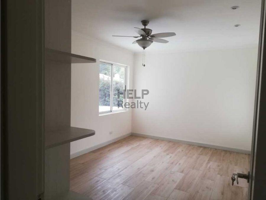 se vende casa en condominio curridabat