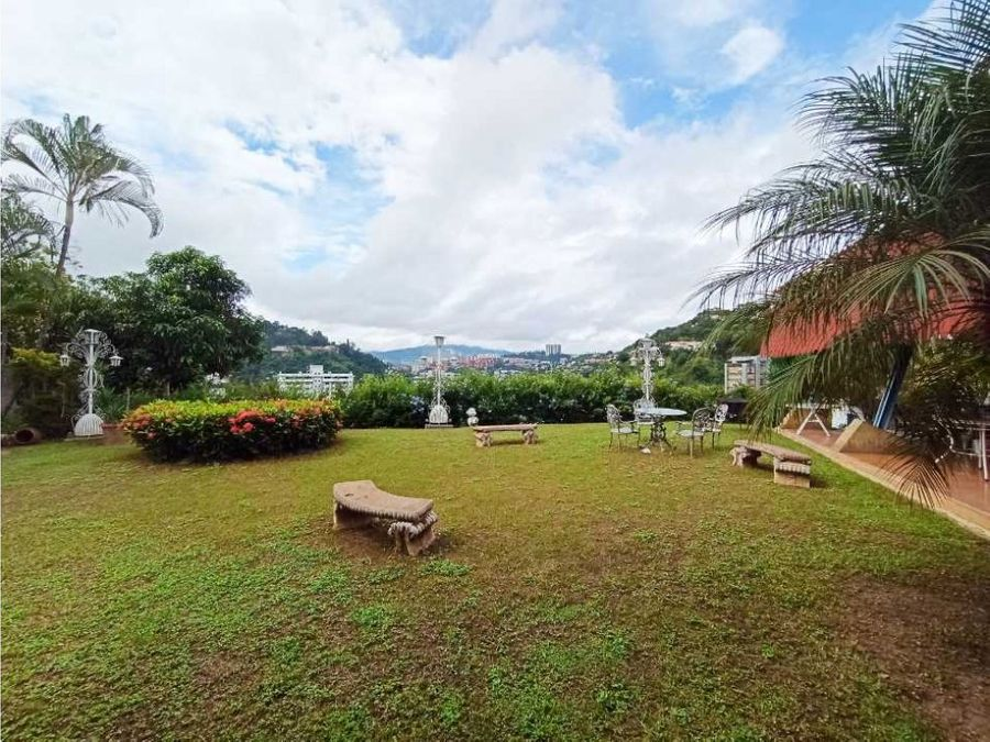 se vende casa en santa paula de 850 mts