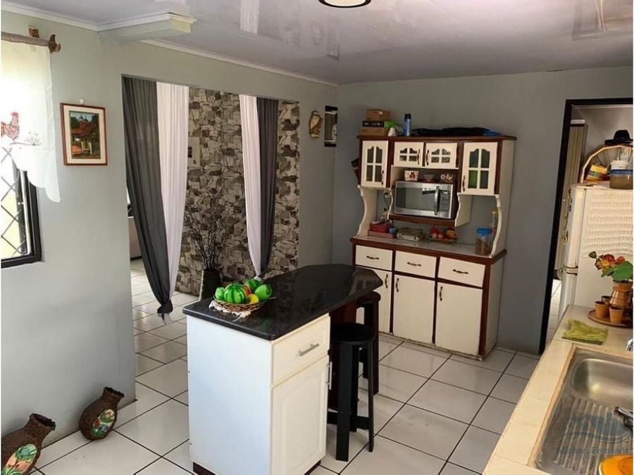 se vende casa en palma dorada guapiles