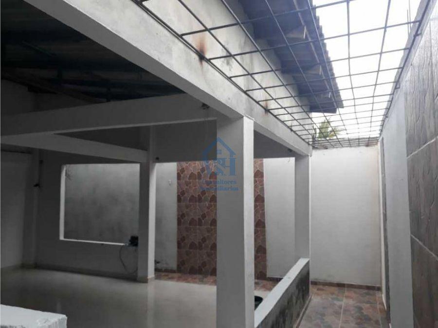 se vende casa en panzenu con 9 columnas para segundo piso