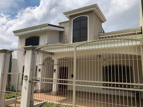 se vende casa en residencial cerrado sabanilla 265000
