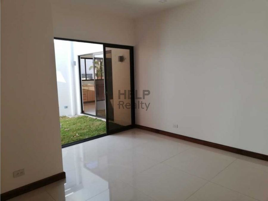 se vende casa nueva en condominio grecia