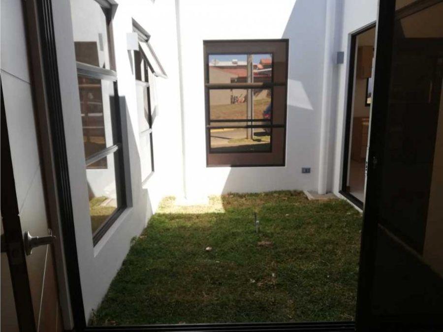 se vende casa nueva en grecia