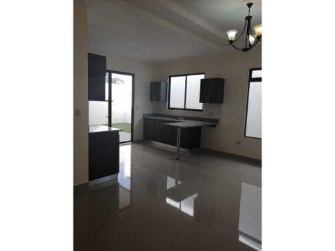 se vende casa nueva en tres rios