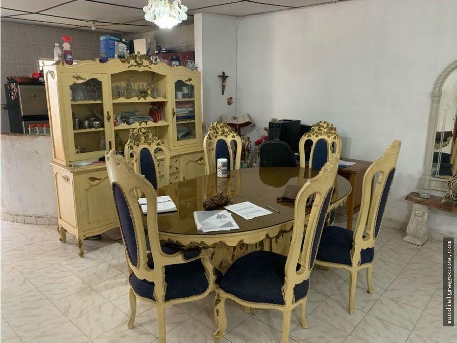 se vende casa amplia de 2 pisos sector riascos santa mm