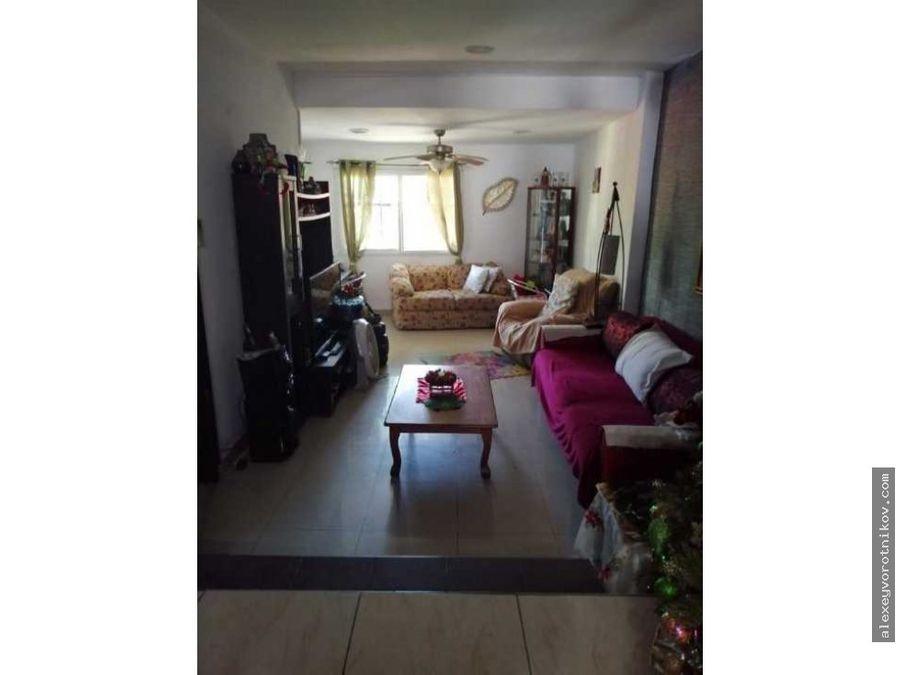 se vende casa por la 12 de octubre