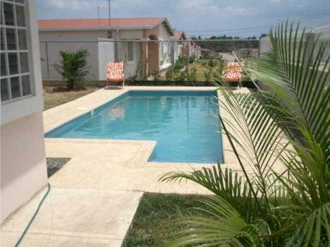 casa con piscina anton
