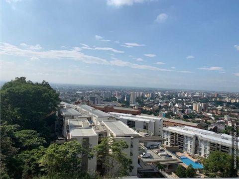 con vista panoramica a la ciudad