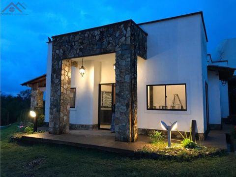 se vende hermosa casa campestre en sector tribunas