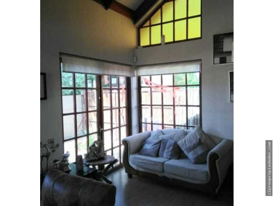 se vende hermosa casa con paneles solares