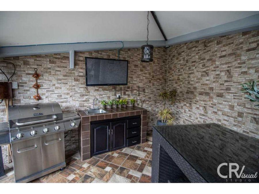 se vende hermosa casa de una planta en escazu