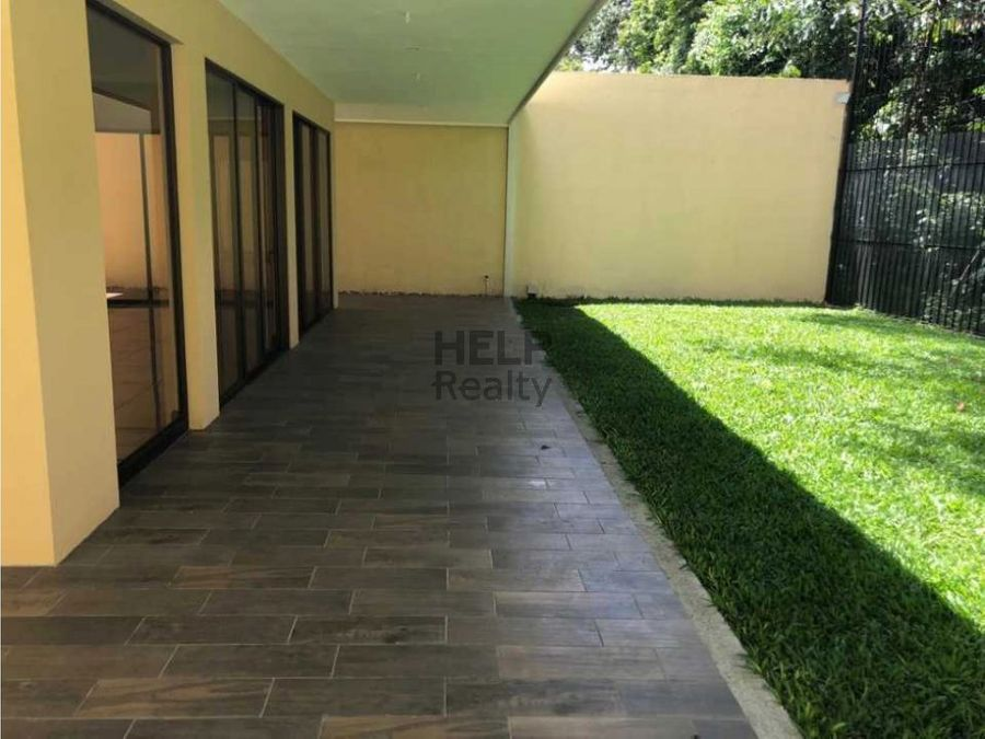 se vende hermosa casa en guayabos curridabat