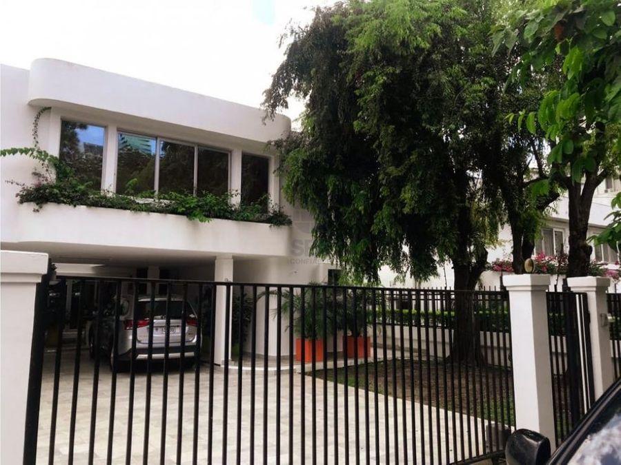 sea confiable vende casa en obarrio de 4 recamaras piscina