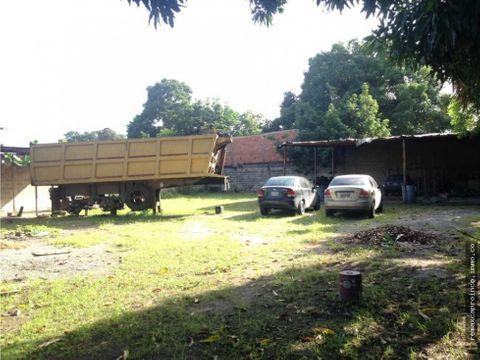 terreno con galpon local y casa en tocuyito