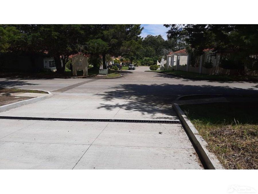 terreno plano con frente a la primera avenida en casa y campo d