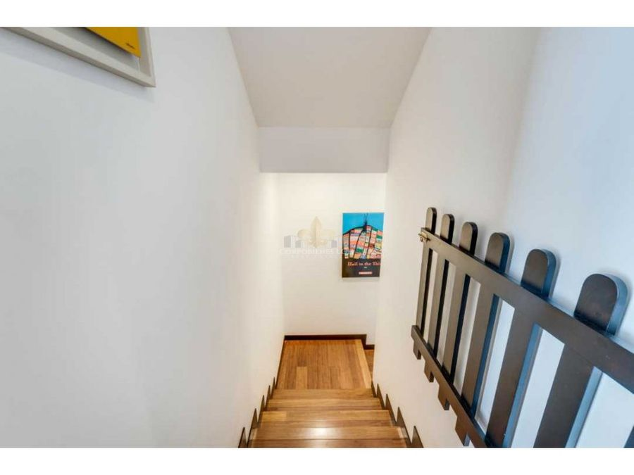 hermoso casa con 3 pisos estilo contemporanea en santa ana