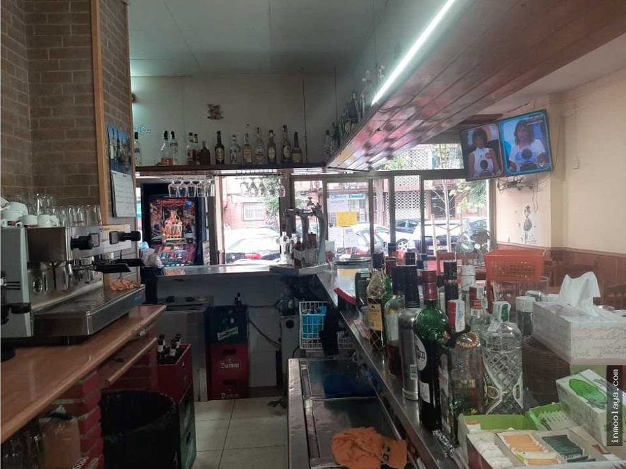 traspaso bar c2 esquinero con terraza y salida de humos en cornella