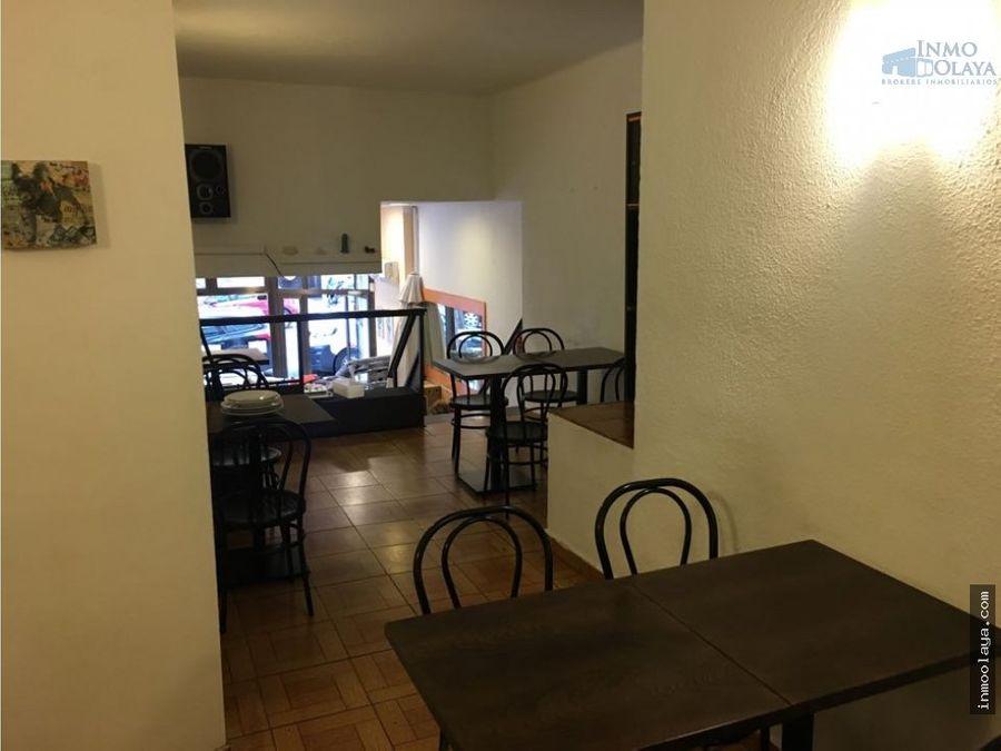 traspaso bar restaurante c3 con terraza y salida de humos en les corts