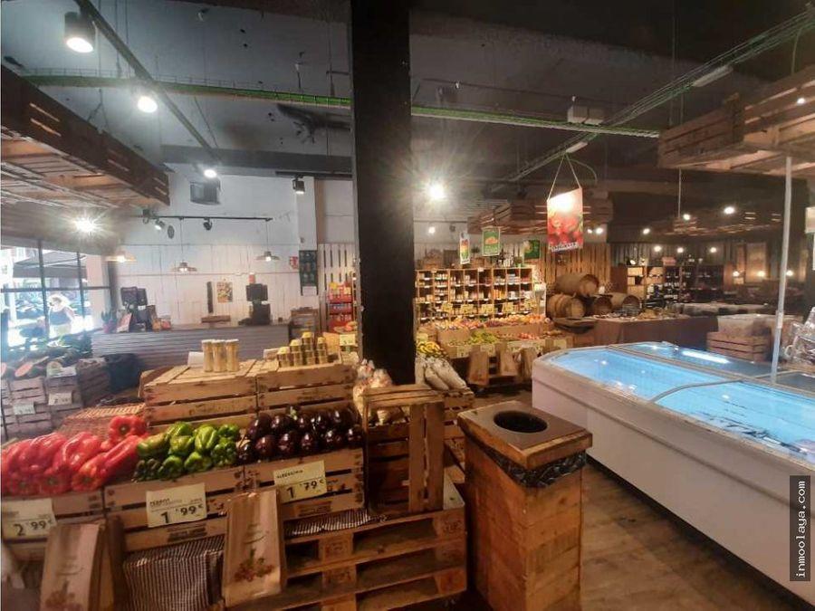 traspaso tienda de alimentacion con gran fachada en prat de llobregat