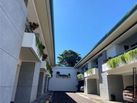 vendo amplia y moderna casa en condominio escazu