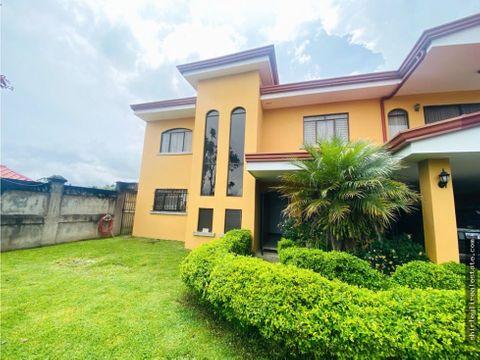 vendo amplia casa con vista panoramica en coronado