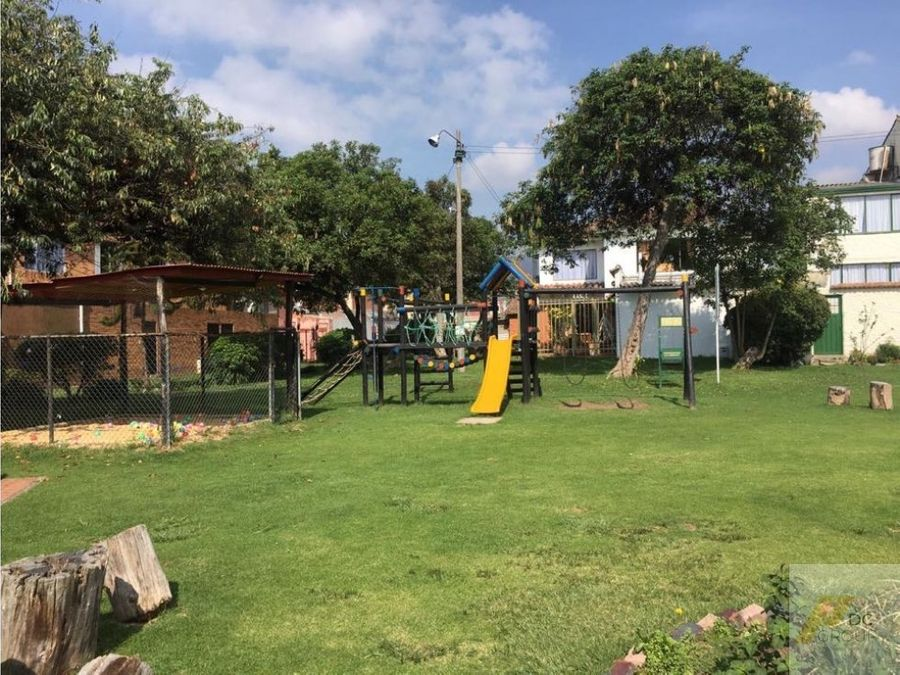 vendo amplia casa con zona verde