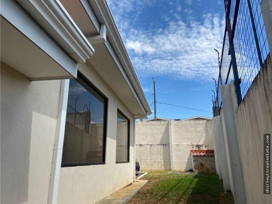 vendo amplia casa de una planta residencial cariari heredia