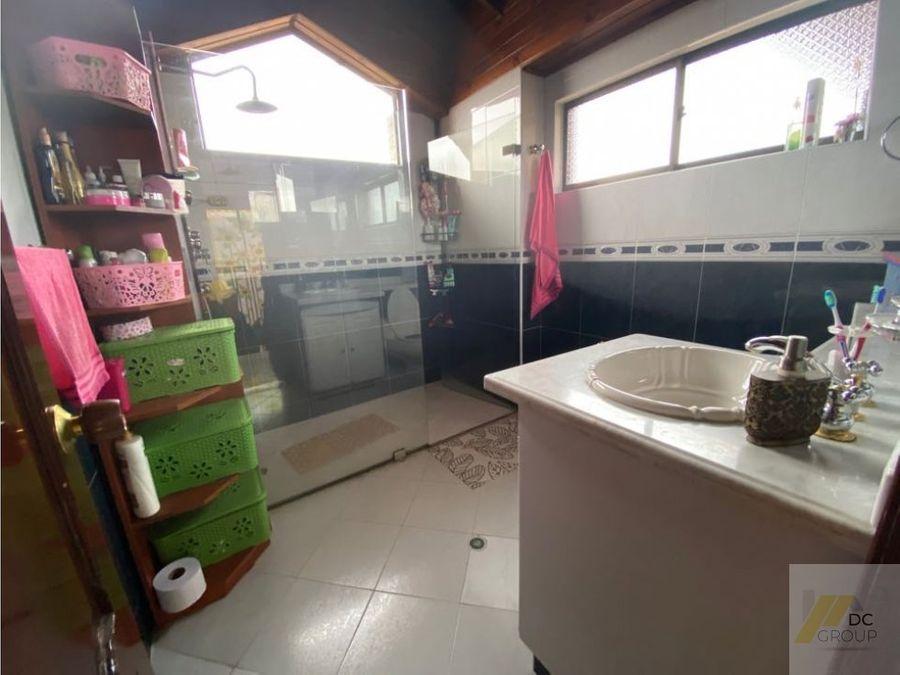 vendo amplia casa esquinera 5 alcobas