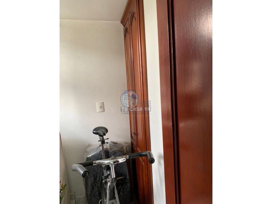 vendo apartamento muy amplio con parqueadero en sotano
