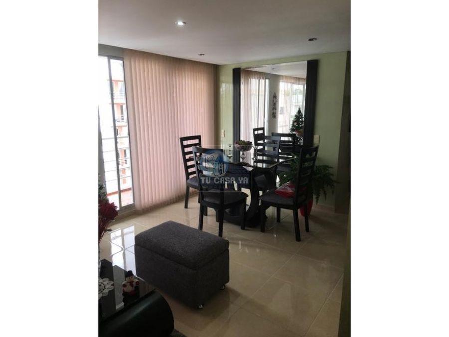 vendo apartamento muy amplio con parqueadero cubierto
