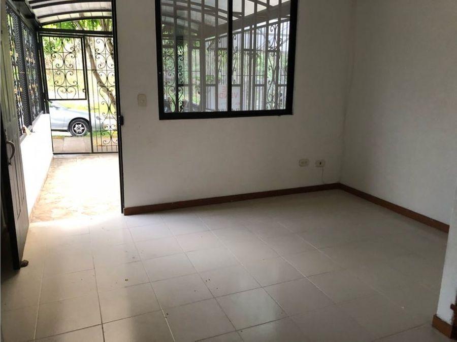 vendo casa con garaje y posibilidad de ampliacion
