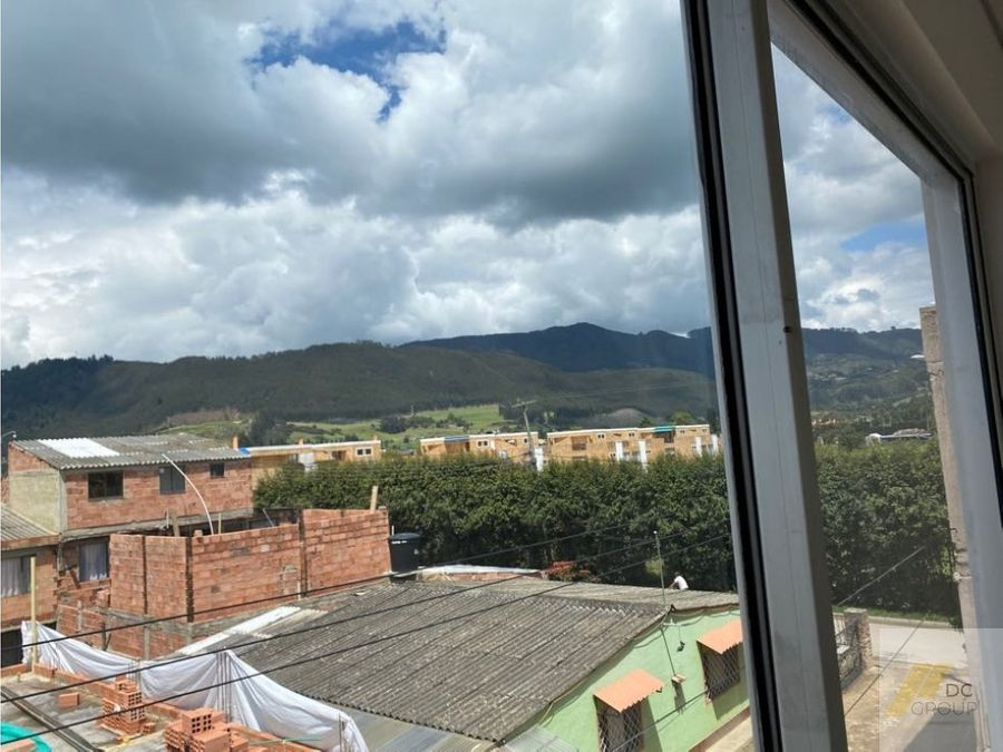 vendo casa amplia con linda vista a la montana