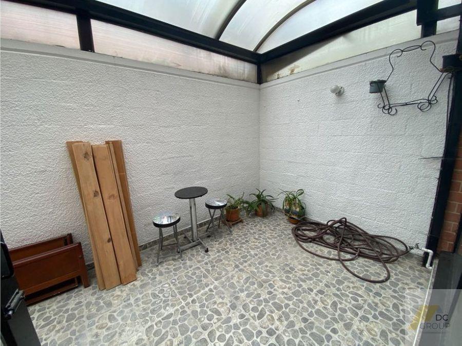 vendo casa dos niveles dos garajes conjunto