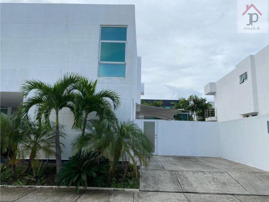 vendo casa en costa esmeralda costa sur